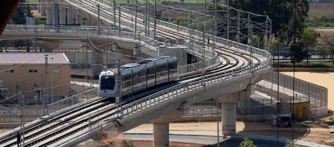 Metro de Sevilla instala un servicio pionero para recargar móviles mientras viajas