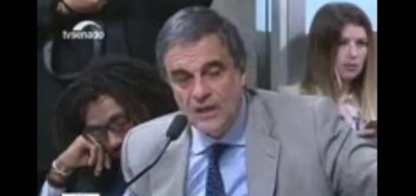 Advogado de Dilma tira cochilo