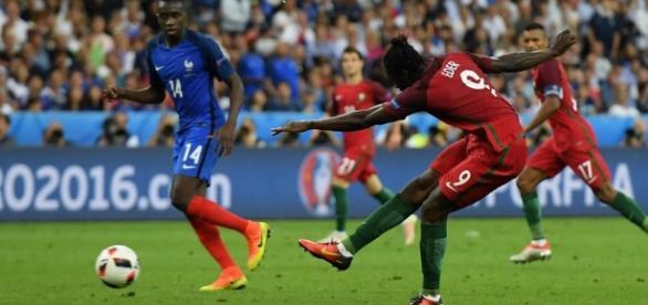 Eder marca o gol mais importante da história do futebol português.