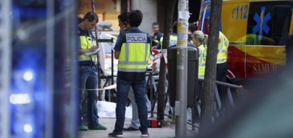 Policía en el lugar de los hechos. Fuente: EFE
