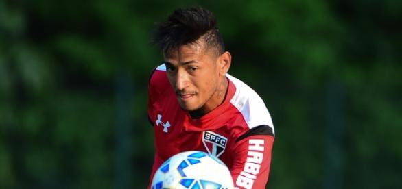 Rogério ex-São Paulo se destaca em treino do Leão Pernambucano