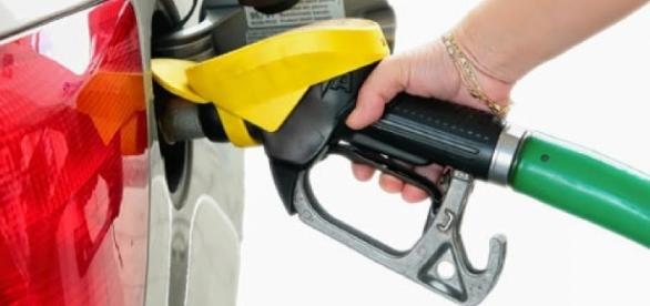 Gasolina começa a faltar em postos de Minas Gerais.