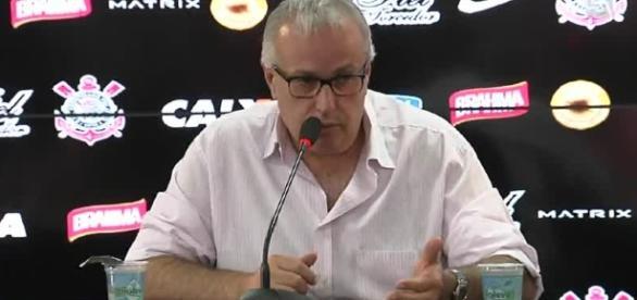 Roberto de Andrade já autorizou sua comissão para procurar um novo lateral.