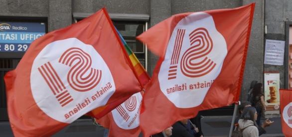 Alcune bandiere di Sinistra Italiana