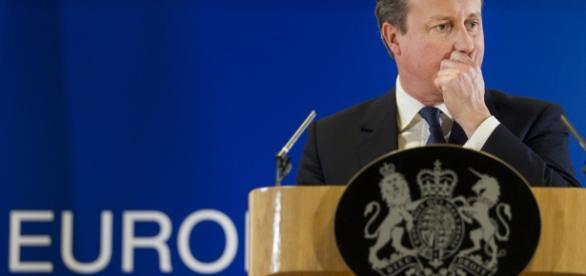 Britain LEAVING the EU, referendum favors the LEAVE campaign