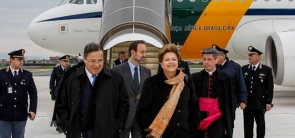 Dilma Rousseff viaja de avião da FAB