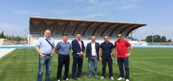 Dirigentes do Fluminense em visita a clube eslovaco (Foto: Máquina do Esporte)