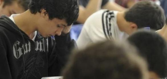 MEC adia prazo para que estudantes concluam inscrição no Fies