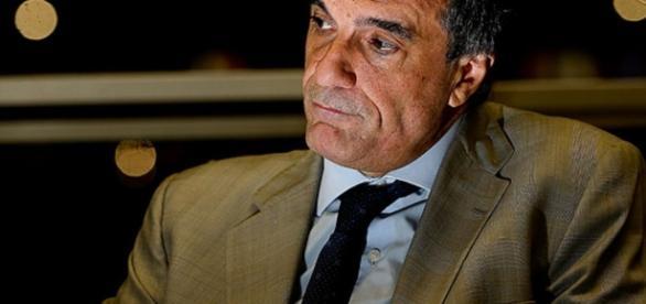 Nem José Eduardo Cardozo aparece para defender Dilma