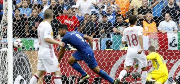 Pellé marca en el minuto 91 el segundo gol a favor de Italia
