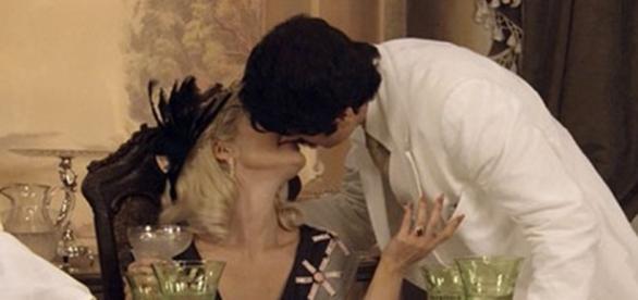 Sandra e Ernesto escapam por pouco (Divulgação/Globo)