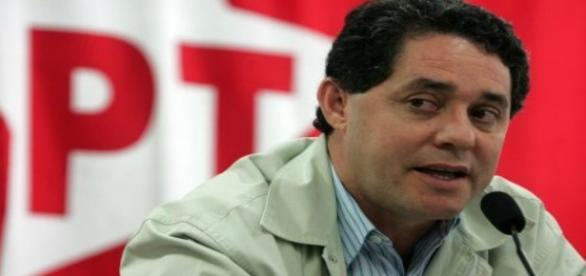 Ex-tesoureiro se entrega à Justiça na Operação Custo Brasil