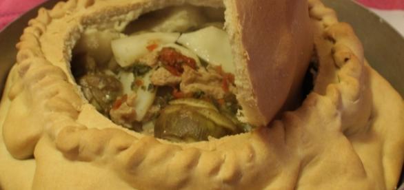 La panada è un prodotto tipico di Assemini, centro a pochi chilometri da Cagliari.