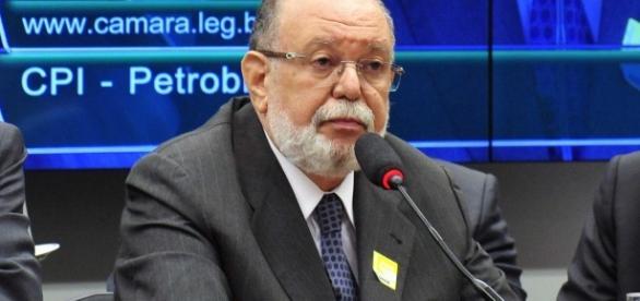 Léo Pinheiro irá denunciar pagamento de 3% de propina a assessor de Aécio