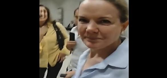 Vídeo de Gleisi sendo hostilizada volta às redes sociais