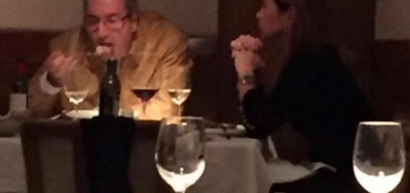 Eduardo Cunha é flagrado jantando com esposa em restaurante de luxo