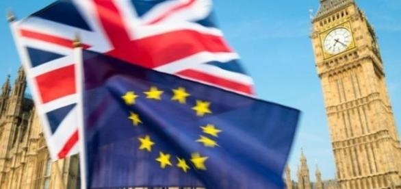 Nova primeira-ministra, Theresa May, terá a dura tarefa de conduzir o Reino Unido para fora da UE