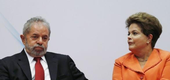 Ex-presidente Lula e presidente afastada Dilma Rousseff são envolvidos no esquema de corrupção da Petrobras.