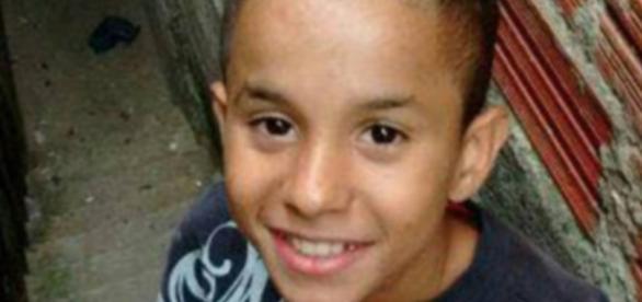 O menino morreu durante uma perseguição policial
