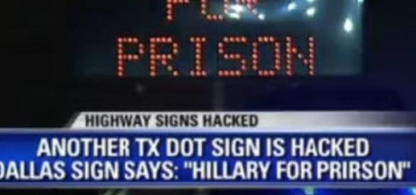 Sinalizador eletrônico nos EUA é hackeado para mostar 'Hillary na Cadeia'