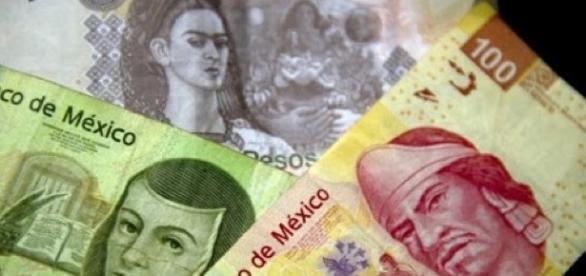 Dinero, billetes de distintas denominaciones.