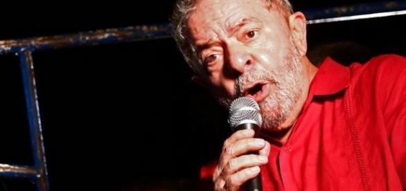 Ex-presidente da República, Luiz Inácio Lula da Silva, é investigado pela Polícia Federal e Ministério Público