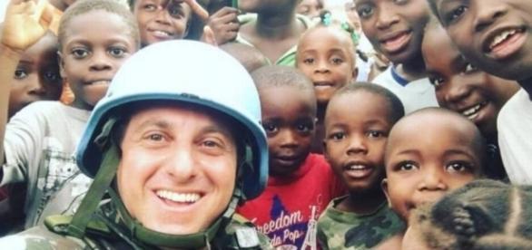Haitianos no Brasil detonam Luciano Huck