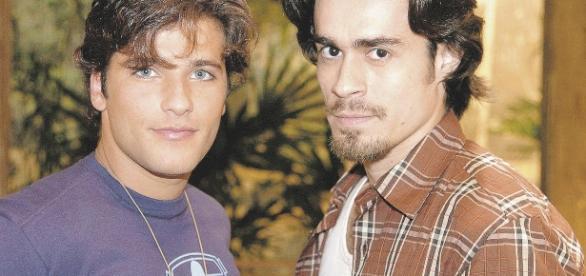 Junior (Bruno Gagliasso) era apaixonado pelo peão Zeca (Erom Cordeiro)