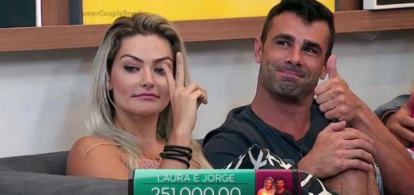 Justus alfineta Gretchen e Laura diz que Simony é invejosa no Xuxa Meneghel