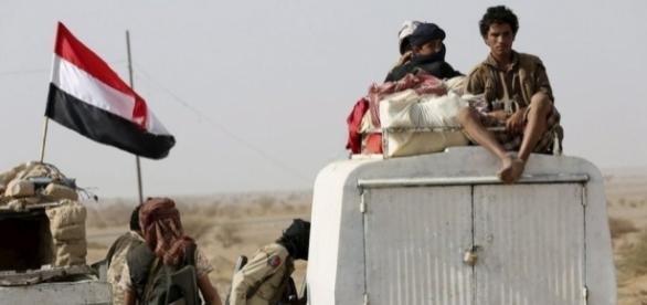 Los soldados de Yemen intentando ganar territorio
