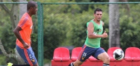 Luís Gustavo volta a treinar com o restante da equipe do Sport