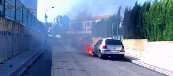 El fuego se ceba con un nuevo vehículo en Castilleja de la Cuesta