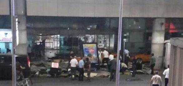 Atentado en Estambul: primeras imágenes del ataque en aeropuerto ... - peru.com