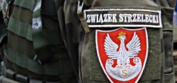 Das Abzeichen des Schützenverbandes, mit polnisch-sächsischem Adler (YouTube)
