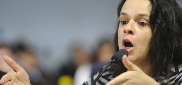 Janaína Paschoal bate-boca ao falar sobre juiz que mandou prender marido de Gleisi Hoffmann