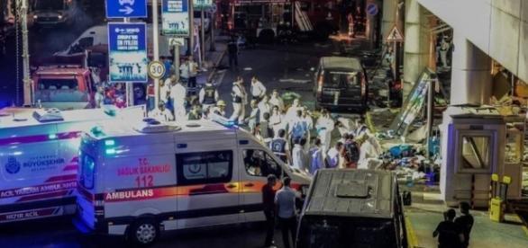 Los equipos trabajando después del ataque
