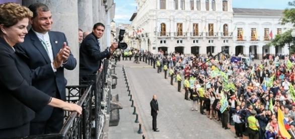Rafael Correa (à direita), presidente do Equador, e Dilma Rousseff