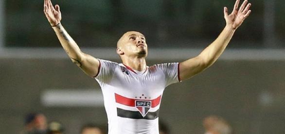 São Paulo vence o Fluminense no Morumbi.