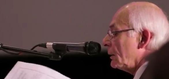 Victor Viggiani falando sobre os documentos do NORAD (YouTube)