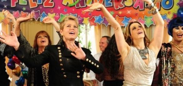 Xuxa e Claudia Raia em 'TiTiTi' (Divulgação/Globo)