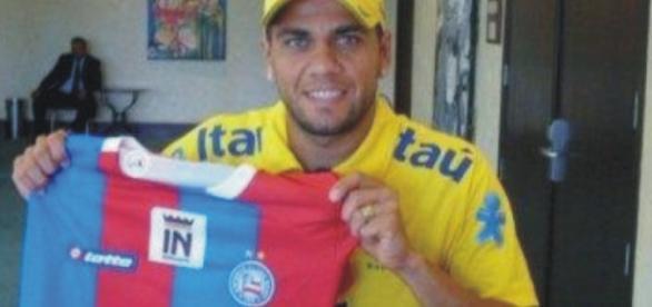 Daniel Alves, a caminho da Juventus, quer encerrar a carreira no tricolor baiano. Foto: Esporte Clube Bahia