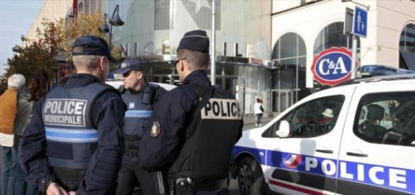 El detenido había comprado cinco rifles automáticos Kalashnikov y dos granadas