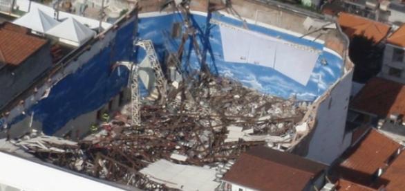 Igreja Renascer fez reforma irregular no telhado.