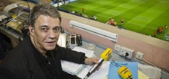 Joaquim Maria Puyal durante una retransmisión desde el Nou Camp.