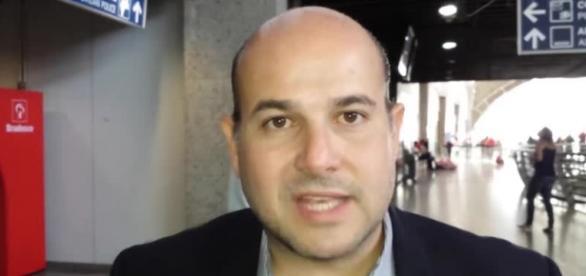 Prefeito é acusado de farsa na inauguração de postos de saúde