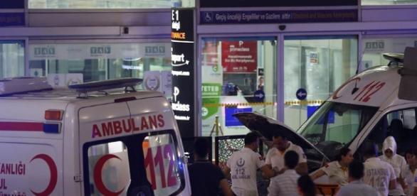 Atentado terrorista en el aeropuerto internacional de Estambul
