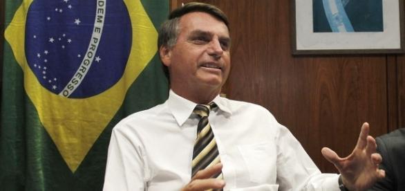 Como resposta à TV Globo, Jair divulgou a entrevista completa de sua defesa