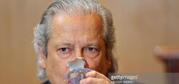 Ex-ministro José Dirceu enfrenta processo de corrupção na Prefeitura de Santo André-SP, quando o prefeito assassinado Celso Daniel era prefeito.