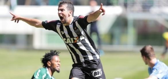 Leandro Donizete comemora gol diante do Palmeiras