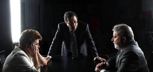 Polícia Federal encontra bilhete na casa de João Santana, ex-marqueteiro de Lula e Dilma.